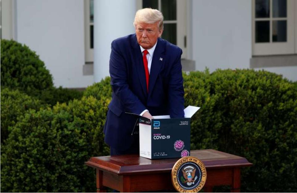 """特朗普表示,他将""""依赖""""公共卫生专家做"""