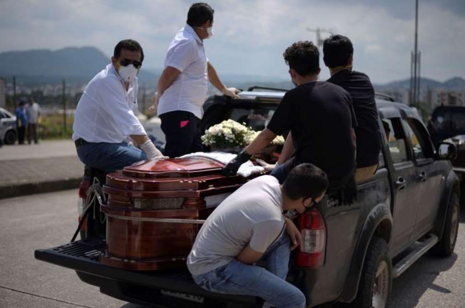 厄瓜多尔因冠状病毒爆发而兴建紧急坟场